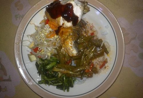 Nasi Sarden Juga Favorite Mahasiswa Pas Lagi Makan di Burjo
