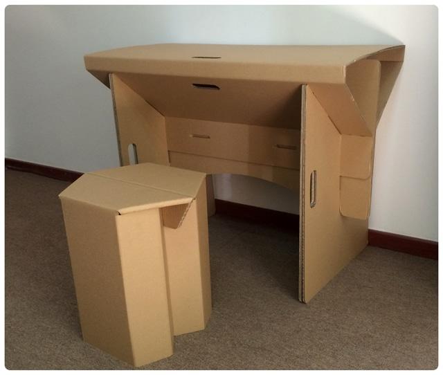 Meja dan kursi belajar
