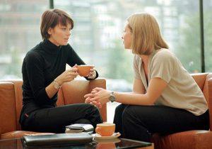 Ngobrol sejenak dapat meningkatkan konsentrasi kerja (Photo by akuinginsukses.com)