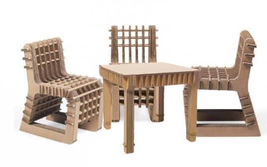 Meja dan kursi unik dari kardus